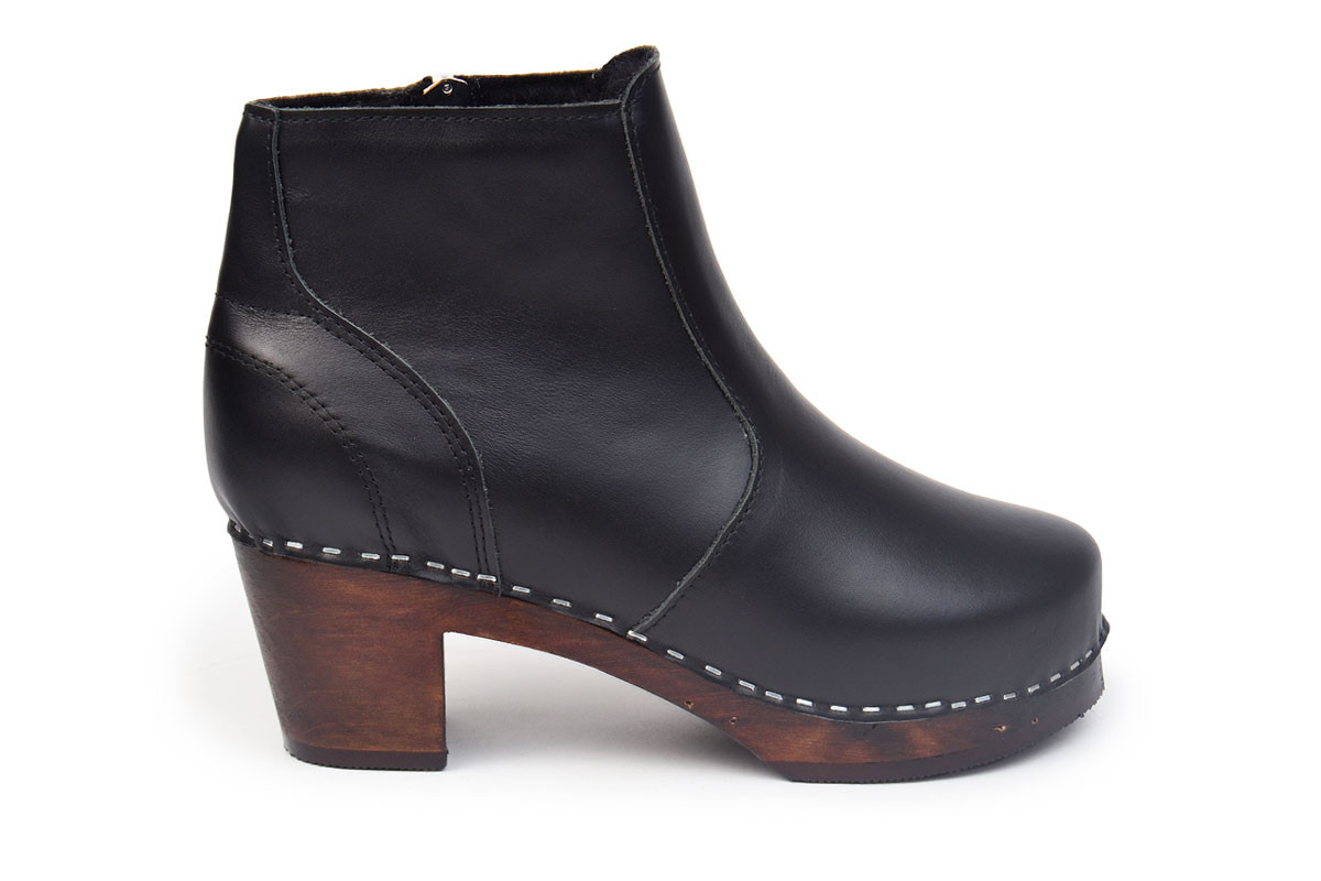 Clog Boots in black leather from Maguba